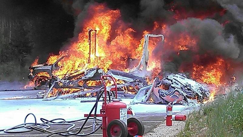 Trực thăng y tế rơi, bốc cháy dữ dội, phi công tử nạn - ảnh 1