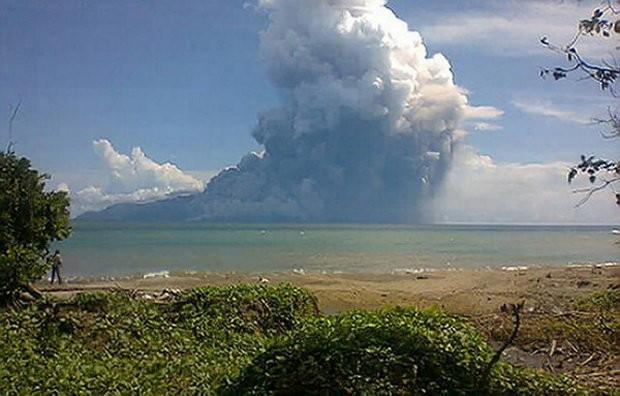 Núi lửa phun, 5 sân bay phải đóng cửa - ảnh 1