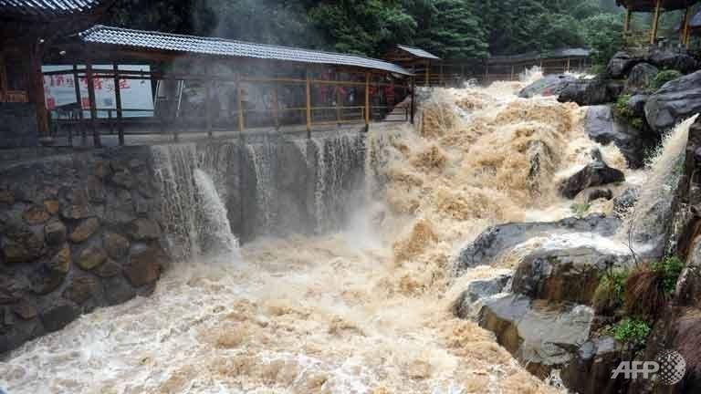 Siêu bão Chan-hom bắt đầu càn quét miền Đông Trung Quốc - ảnh 3