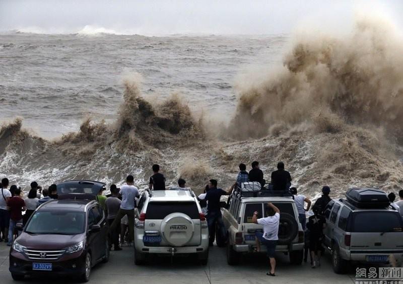 Siêu bão Chan-hom bắt đầu càn quét miền Đông Trung Quốc - ảnh 2