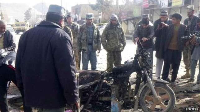 Đánh bom liều chết tại Afghanistan, 15 người chết - ảnh 2