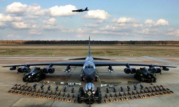 Máy bay B-52 của Mỹ ném bom thử nghiệm răn đe Trung Quốc - ảnh 1