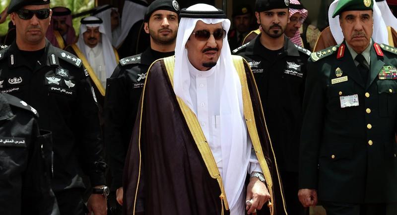 Vua Ả Rập Saudi đi nghỉ mát dẫn theo 1000 người tùy tùng - ảnh 1