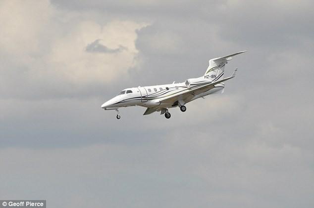 Khoảnh khắc kinh hoàng khi máy bay chở gia đình Bin Laden rơi - ảnh 2