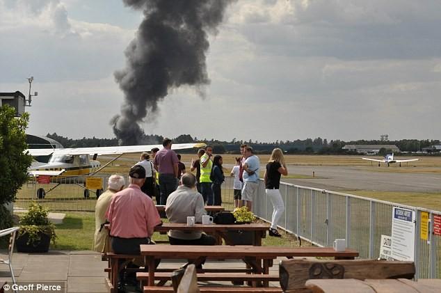 Khoảnh khắc kinh hoàng khi máy bay chở gia đình Bin Laden rơi - ảnh 4