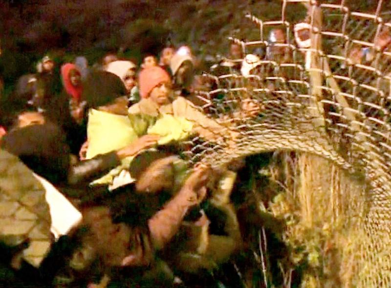 Hơn 200 người chắn hầm biên giới đòi Pháp cho vào Anh - ảnh 2