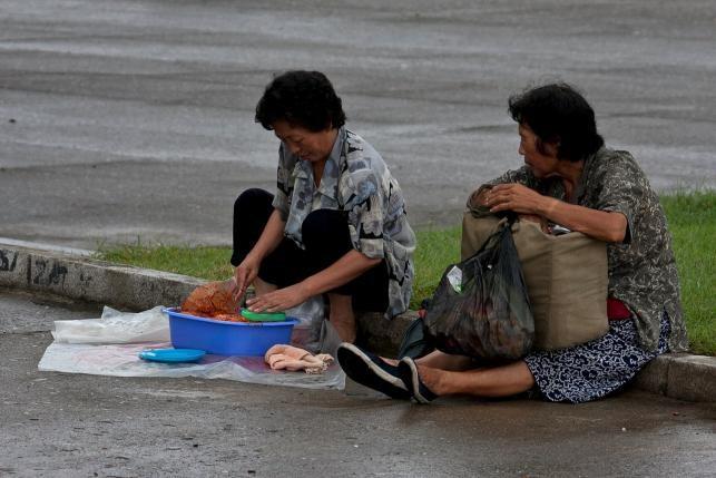 Những chợ 'châu chấu' thoắt ẩn thoắt hiện tại Triều Tiên - ảnh 1