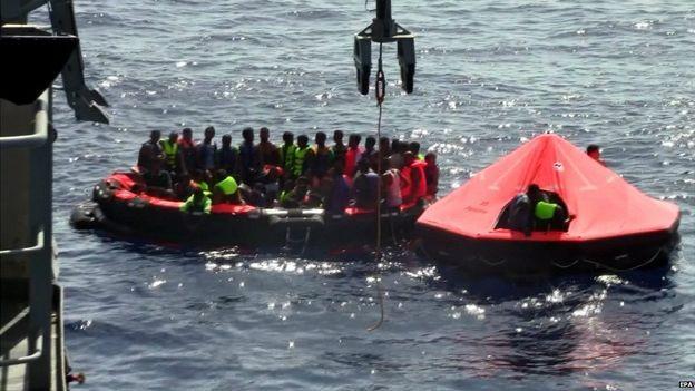 Tàu chở 600 người gặp nạn, hàng trăm người mất tích - ảnh 2