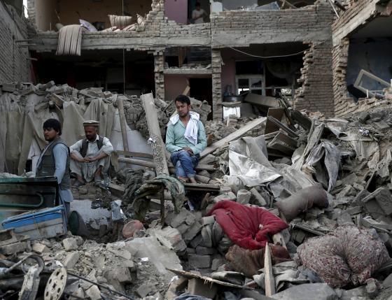 Người chết la liệt sau hàng loạt vụ đánh bom liều chết - ảnh 2