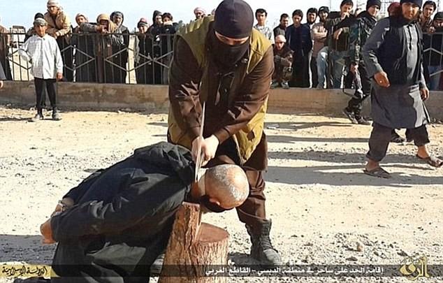 16 chiến binh IS bị nhiễm HIV từ nô lệ tình dục - ảnh 1