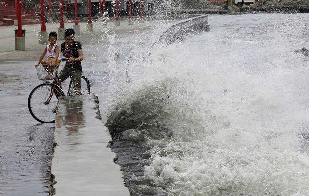 Bão quét Philippines: 10 người chết, hàng ngàn người sơ tán - ảnh 2