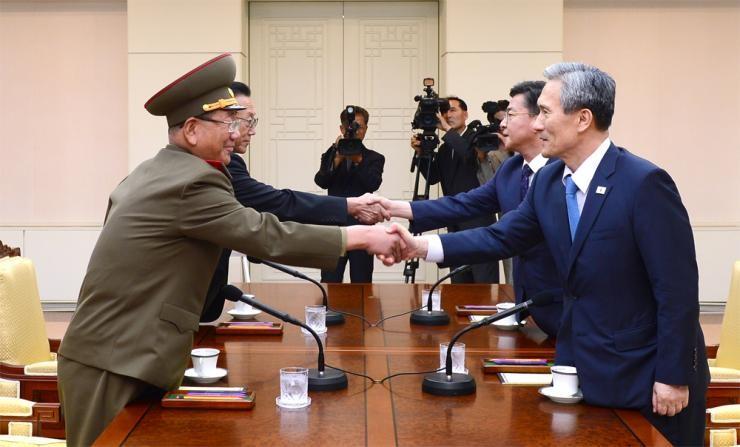 Triều Tiên 'tiếc thương' vụ nổ mìn, Hàn Quốc ngừng phát loa 'nói xấu'  - ảnh 1