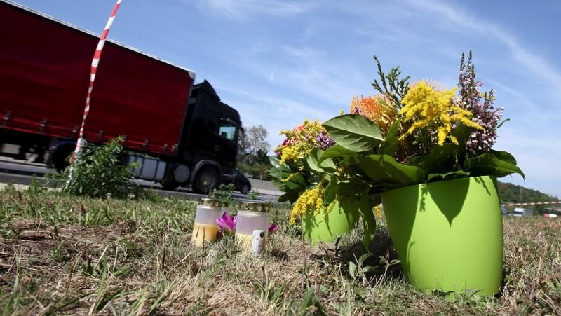 Vụ 71 người chết ngạt trong xe tải: Bắt giữ ba nghi phạm - ảnh 1