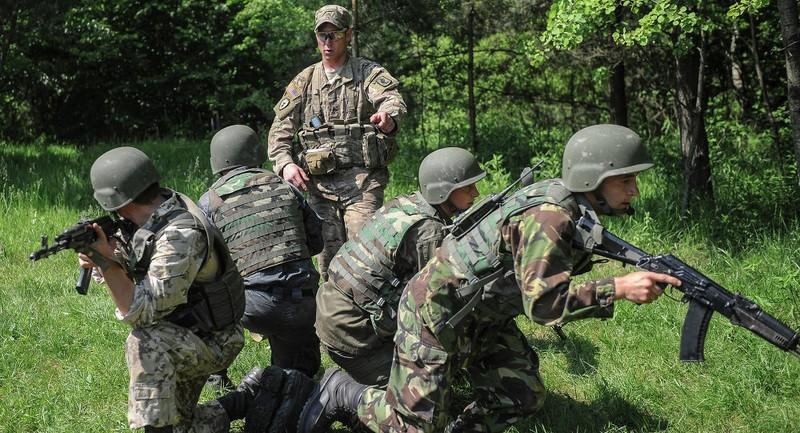 Ba bước Lầu Năm Góc huấn luyện quân đội Ukraine - ảnh 1