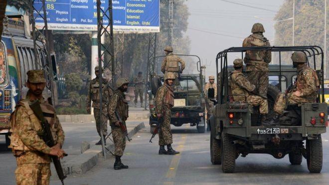 Đọ súng lớn tại căn cứ không quân Pakistan - ảnh 2