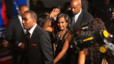Hoãn công bố nguyên nhân cái chết của con gái Whitney Houston - ảnh 1