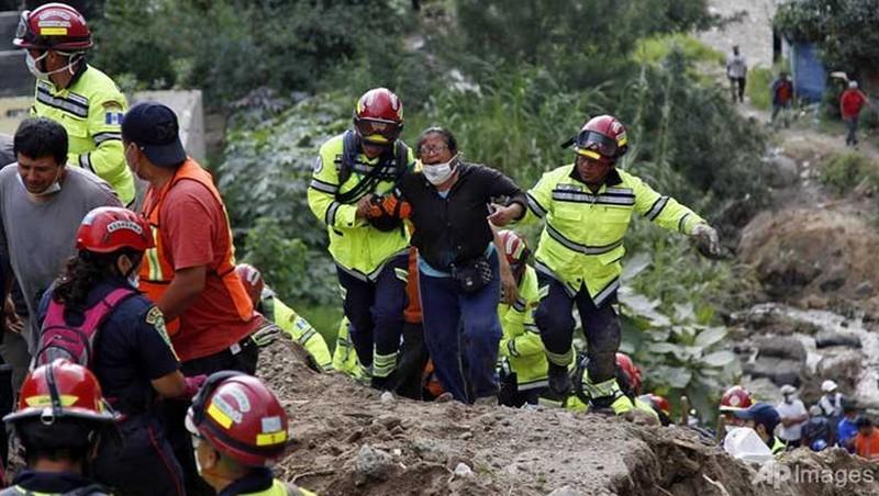 Lở đất khiến gần 100 người chết, hàng trăm người mất tích  - ảnh 1