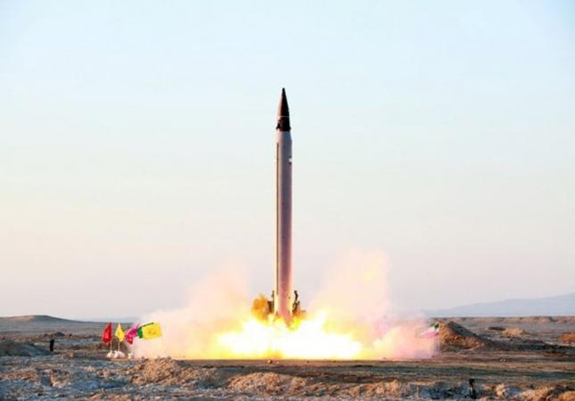 'Iran phóng tên lửa đạn đạo mang đầu đạn hạt nhân' - ảnh 1