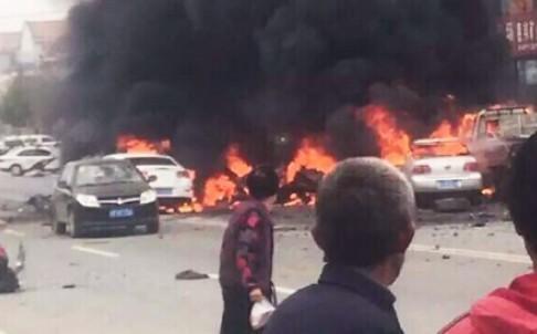 Nổ xe kinh hoàng tại Trung Quốc, ba người chết - ảnh 2