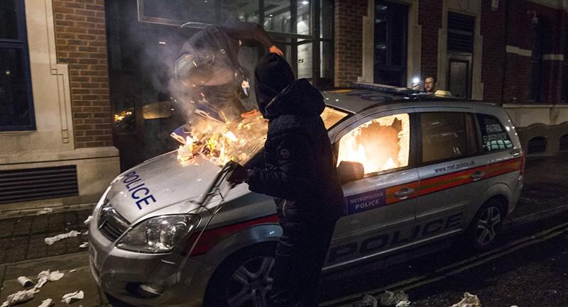 Biểu tình ở Anh: 50 người bị bắt và 3 cảnh sát bị thương  - ảnh 1