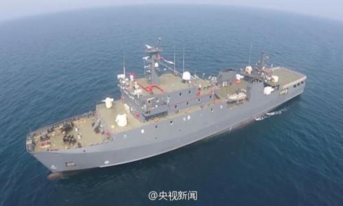 Trung Quốc đưa tàu hậu cần lớn nhất ra biển Đông - ảnh 1