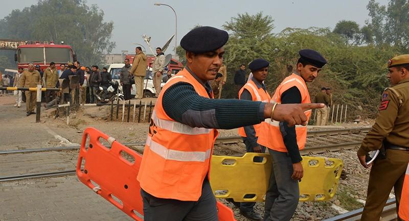 Máy bay Ấn Độ rơi, 10 người thiệt mạng - ảnh 1