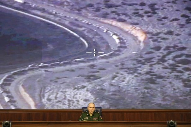 Nga ném bom dồn dập vào cứ điểm trữ xăng của IS - ảnh 2