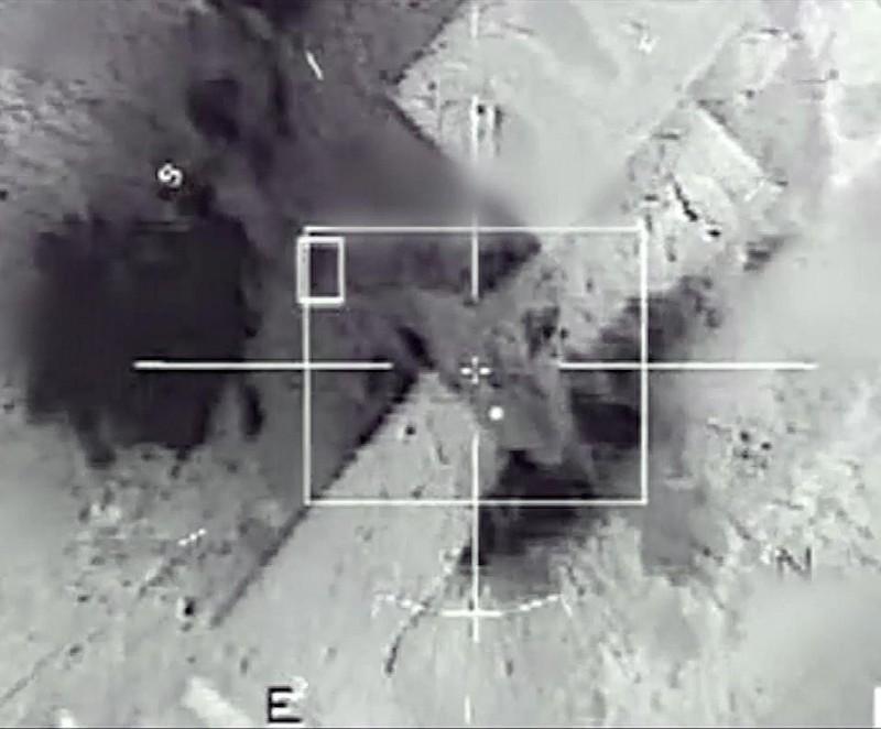 Pháp không kích địa điểm trữ dầu IS đầu năm mới - ảnh 1