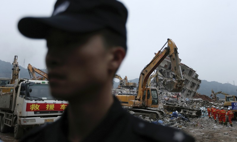 Trung Quốc bắt giữ 11 người trong vụ lở đất Thâm Quyến - ảnh 1