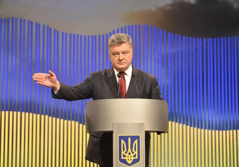 Tổng thống Ukraine tuyên bố 'lấy lại' Crimea trong năm 2016 - ảnh 1