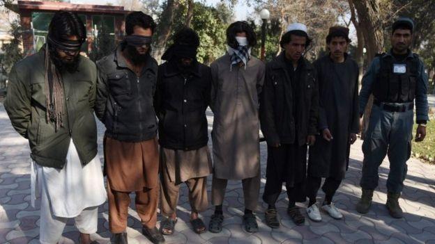 Afghanistan thề sẽ 'chôn vùi' IS - ảnh 2
