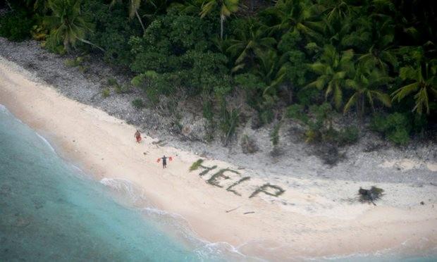 May mắn được cứu sống khỏi đảo hoang nhờ xếp chữ từ lá cọ - ảnh 1