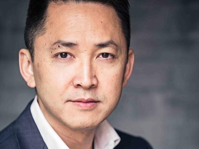 Chân dung nhà văn gốc Việt chiến thắng giải thưởng Pulitzer - ảnh 1
