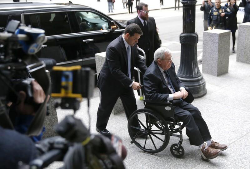 Cựu chủ tịch hạ viện Mỹ lãnh án tù vì hối lộ nạn nhân lạm dụng tình dục - ảnh 1
