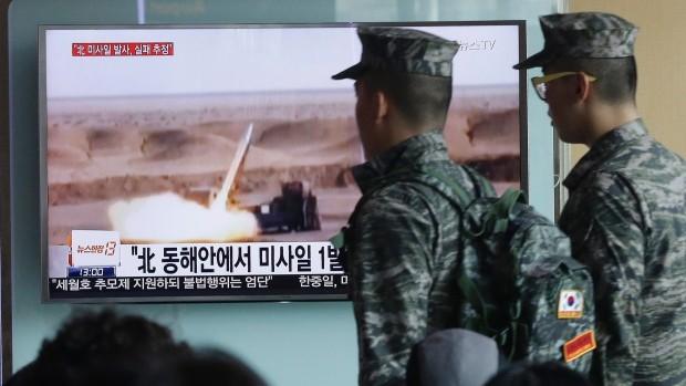 Triều Tiên lại phóng tên lửa đạn đạo tầm trung - ảnh 1