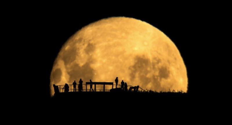 Hé lộ bí ẩn về các vết đen trên mặt trăng - ảnh 1