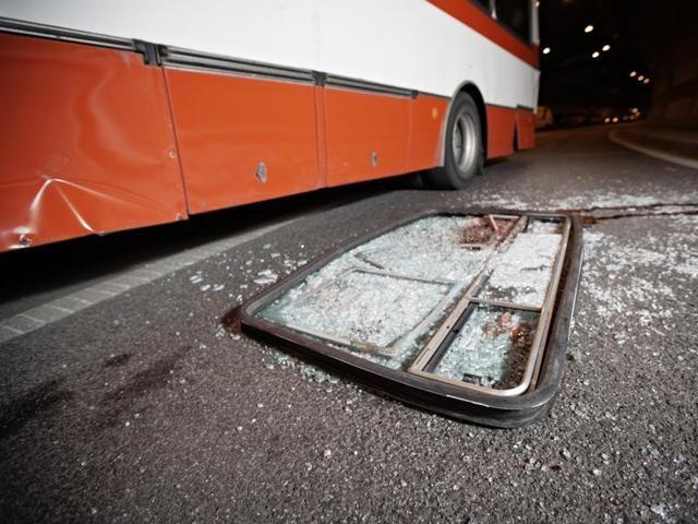 Tai nạn xe buýt làm 13 người chết, 50 người bị thương - ảnh 1