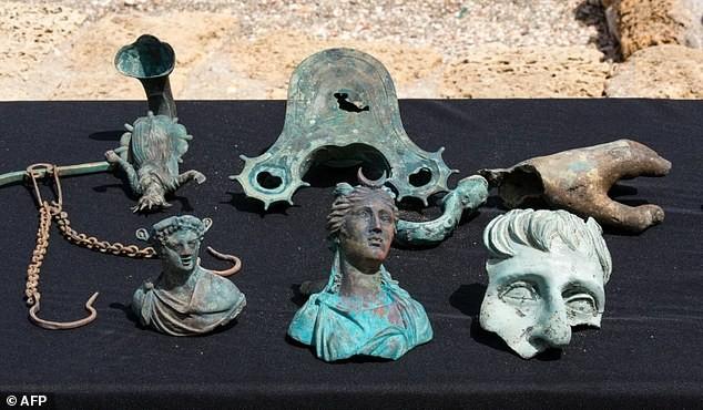 Phát hiện nhiều cổ vật quý hiếm trong xác tàu đắm 1.700 tuổi - ảnh 1
