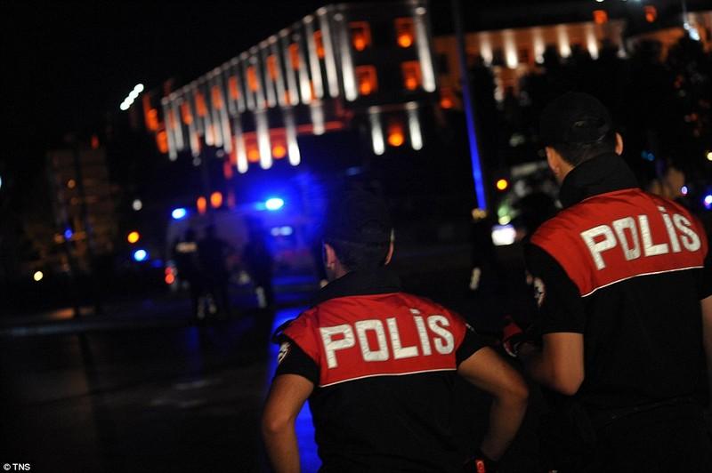 Thổ Nhĩ Kỳ: Đảo chính thất bại, hàng trăm lính bị bắt - ảnh 10