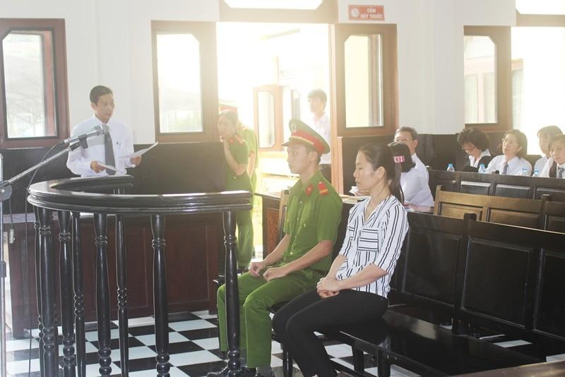 Phiên tòa thu hút rất đông luật sư bào chữa cho bị cáo