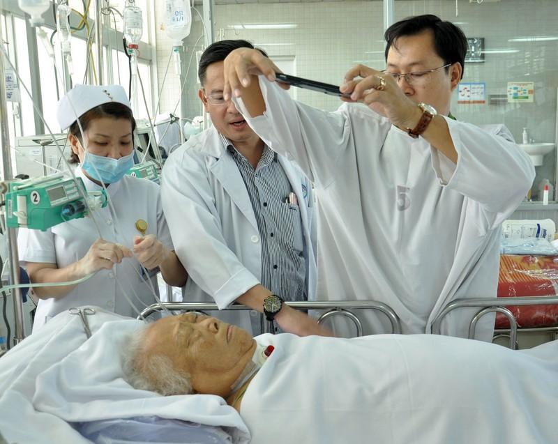 Cuối tuần vào bệnh viện làm CMND cho bệnh nhân - ảnh 4