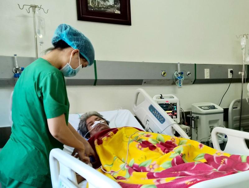 Bệnh nhân có mạch máu bụng phình to như trái bưởi - ảnh 1