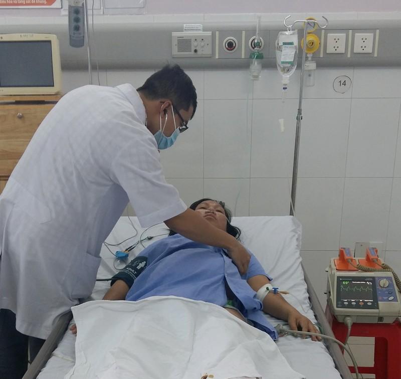 Khen thưởng đột xuất y, bác sĩ cứu sống sản phụ viêm cơ tim cấp - ảnh 1