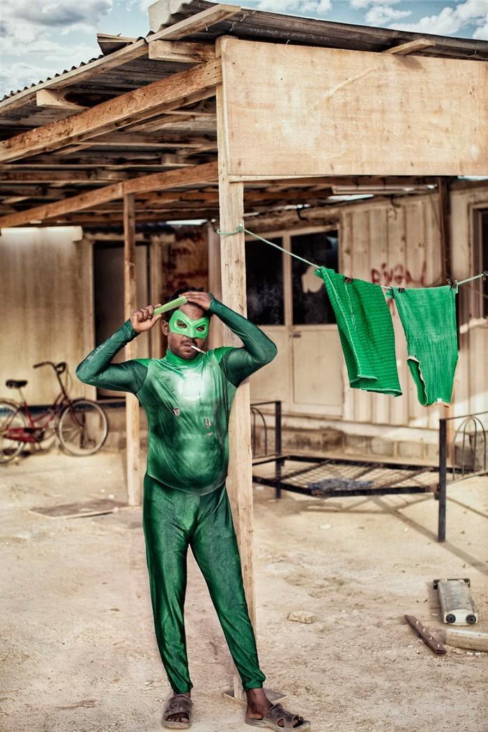 Thú vị bộ ảnh siêu anh hùng lấm lem - ảnh 11