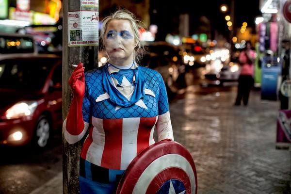 Thú vị bộ ảnh siêu anh hùng lấm lem - ảnh 12