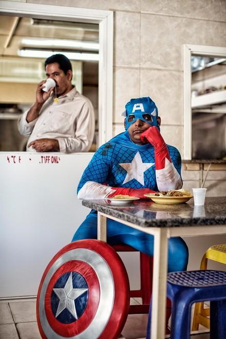 Thú vị bộ ảnh siêu anh hùng lấm lem - ảnh 3