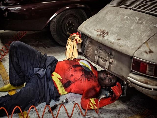 Thú vị bộ ảnh siêu anh hùng lấm lem - ảnh 4