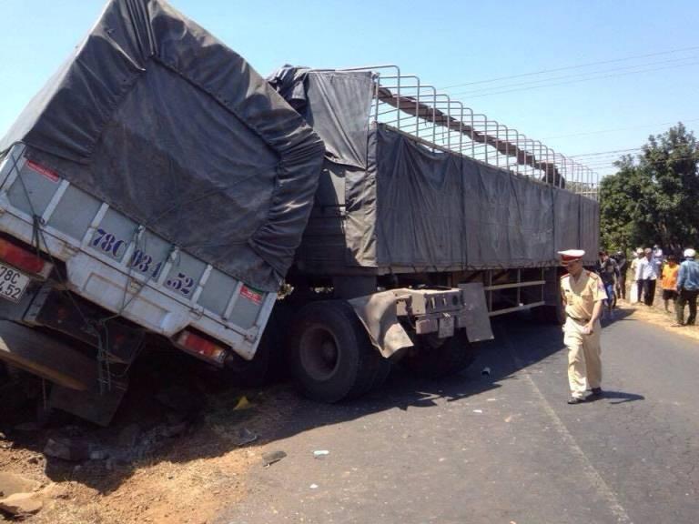 Xe tải đấu đầu, tài xế tử vong tại chỗ - ảnh 1