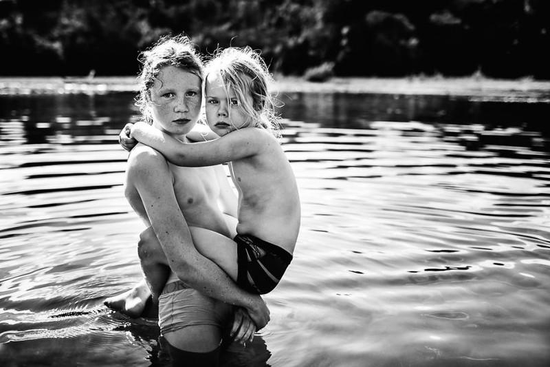 Ngắm 20 bức ảnh thiếu nhi trắng đen đẹp nhất năm 2015  - ảnh 15