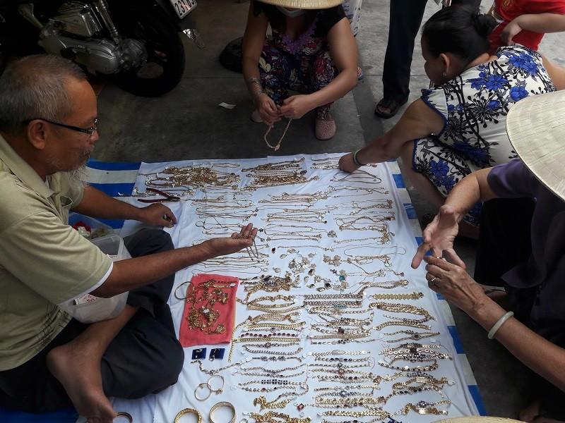 Chợ nước ngoài ở Sài Gòn - kỳ 1: Chợ Campuchia thứ gì cũng có - ảnh 6